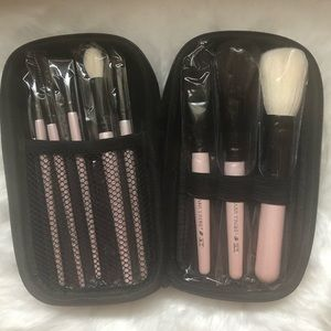 *NEW* Makeup brush set with case